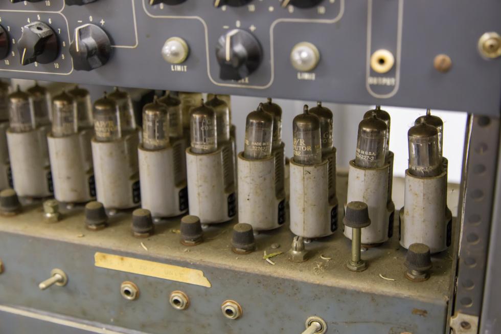 دیدار با کامپیوترهای لامپ خلأ و ترانزیستوری