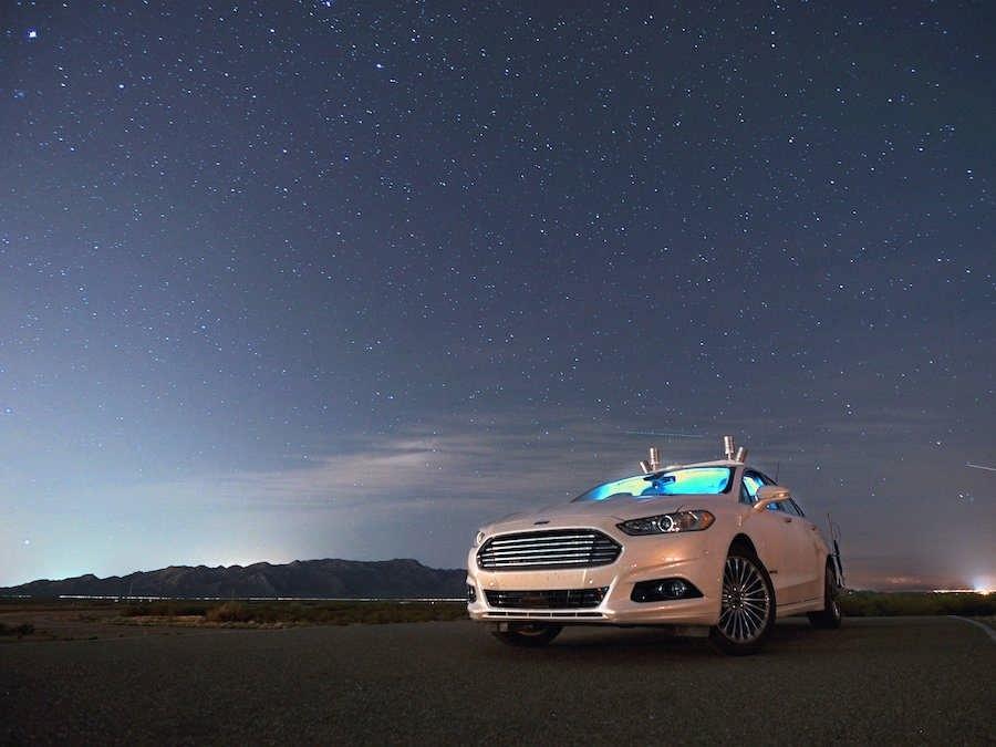 تا سال 2025، اتوموبیلهای بدون راننده در همه جا حضور دارند، حتی در بیابانها!