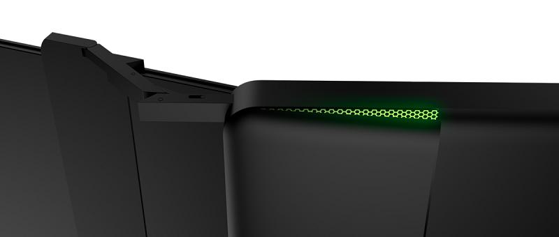 لپتاپی با سه نمایشگر که مثل آب خوردن بازی 4K اجرا میکند