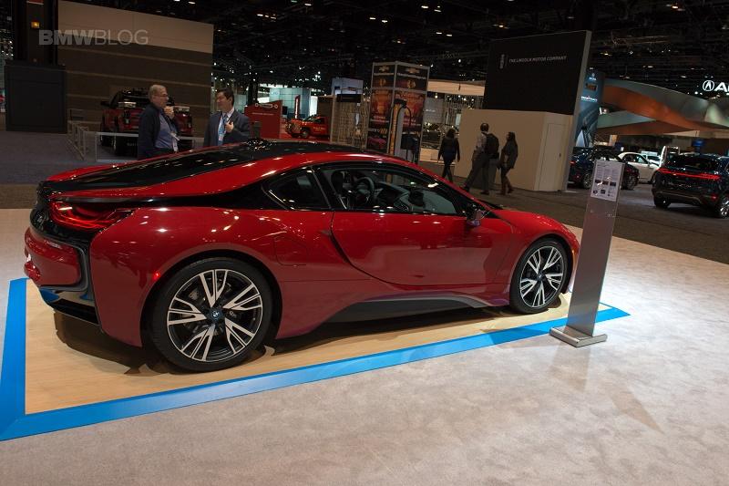 بیامو در شیکاگو با مجموعهای از اتومبیلهای مدرن