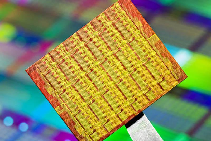 تعداد پرشمار ترانزيستورها؛ نگاهی عملی به قانون مور