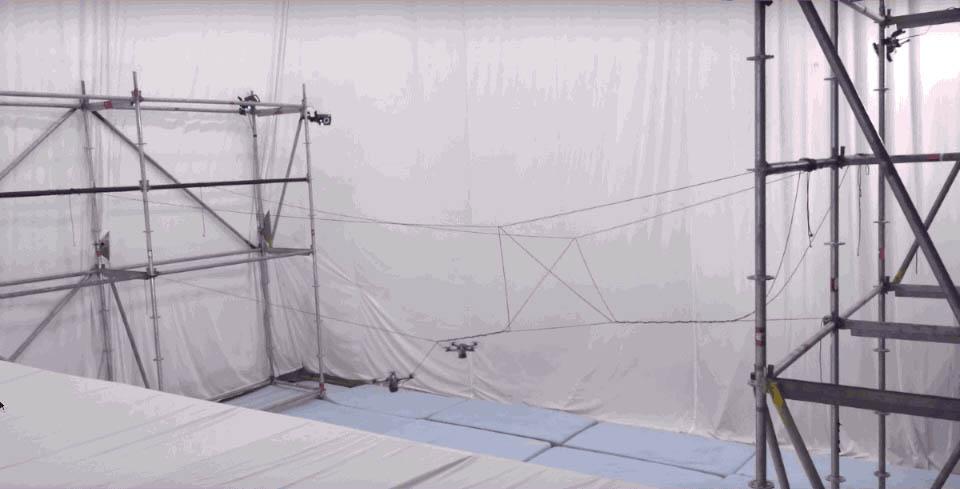 ویدیو: ساختن یک پل طنابی معلق توسط دِرونها