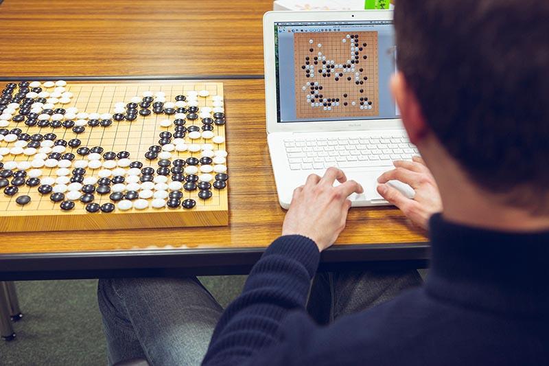 رقابت هوش مصنوعی بزرگان در زمین بازی Go