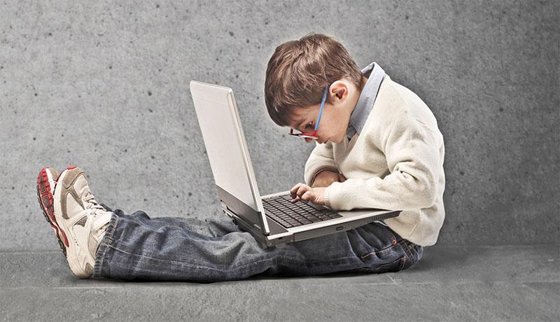 با هشت ابزار آموزش کدنویسی رایگان کودکان آشنا شوید