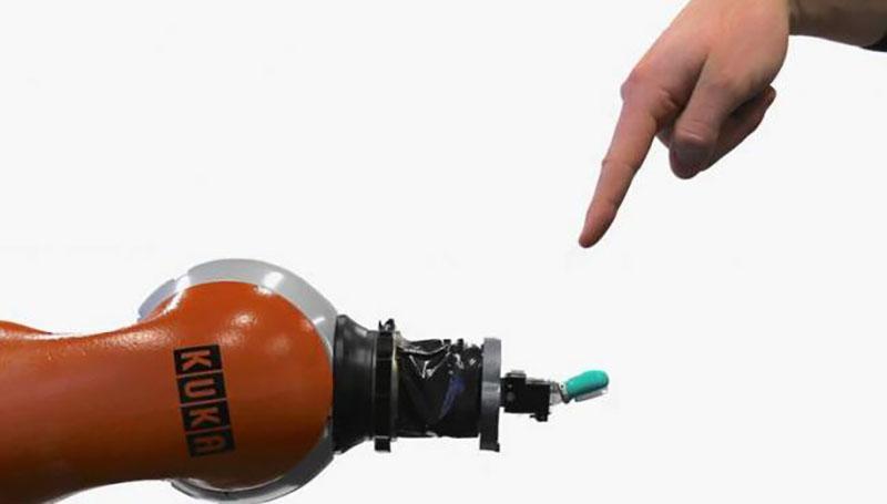 چرا دانشمندان به دنبال طراحی روباتهای حساس به درد هستند؟