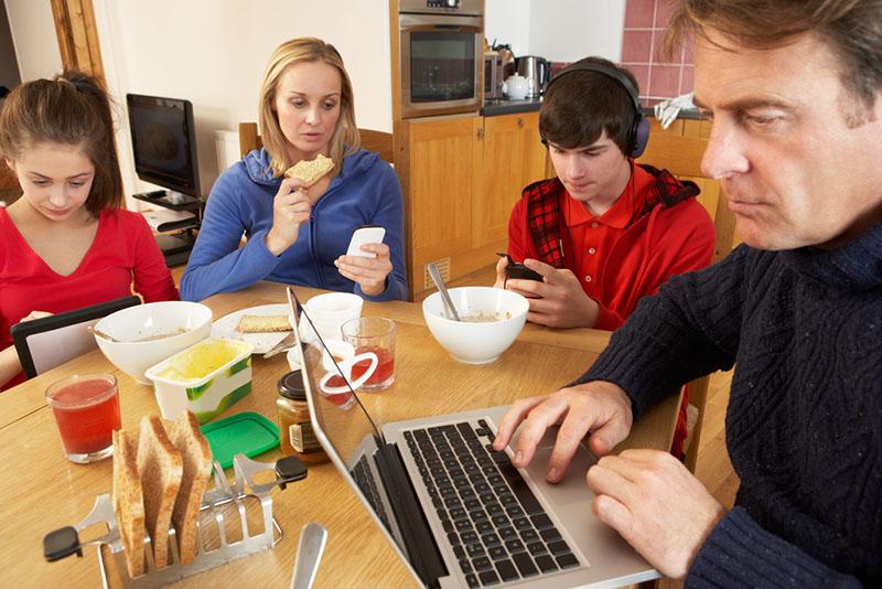 تلفنهایی هنگام صرف غذا