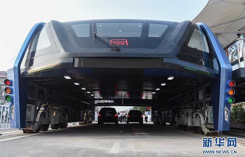 اتوبوس چینی غولپیکری که مشکل ترافیک را حل کرد!