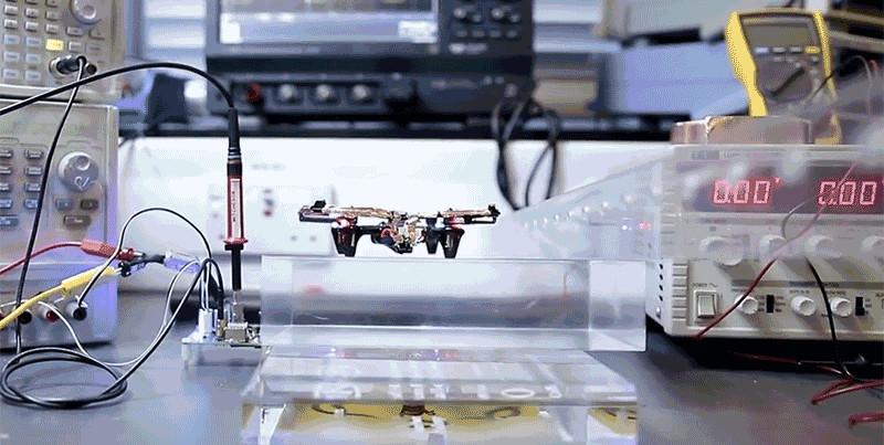 ویدیو: دِرون سبکوزنی که بدون باتری پرواز میکند