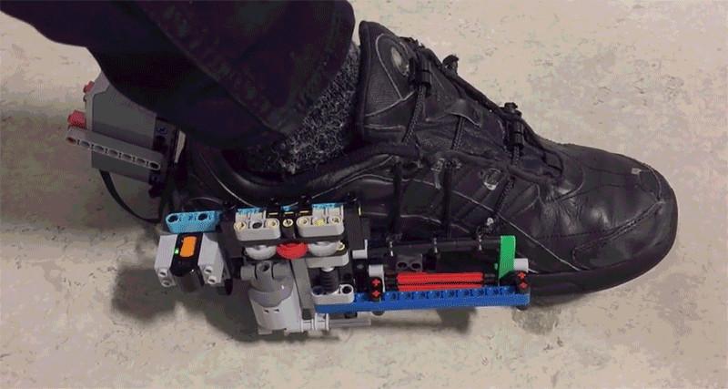تماشا کنید: بندهای این کفش بهکمک لگو بسته میشود
