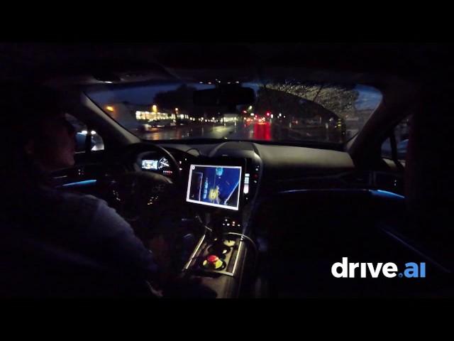 تماشا کنید: نخستین خودرانی که در شب بارانی خیابانگردی میکند