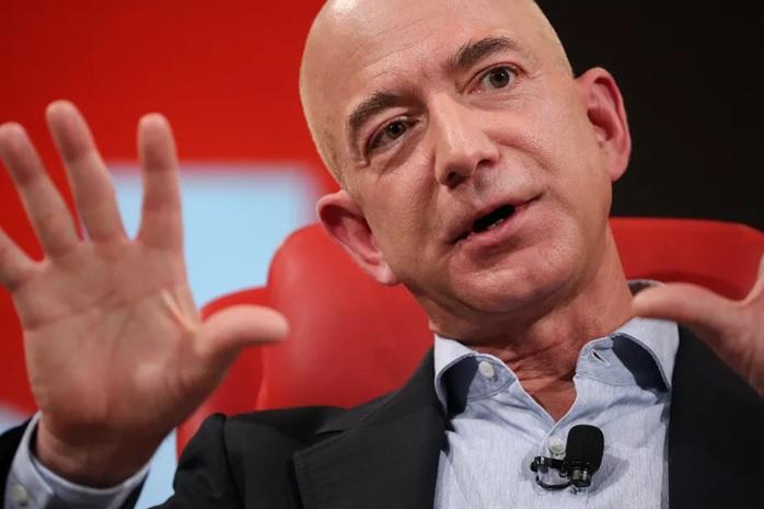 دومین مرد ثروتمند جهان: هوش مصنوعی هدایت شرکتهای بزرگ را به دست میگیرد