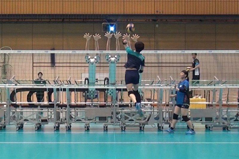 تیم ملی ژاپن با روباتها والیبال بازی کردند