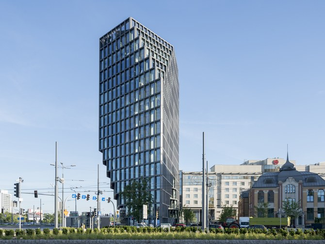 این ساختمان از زوایای مختلف متفاوت دیده می شود