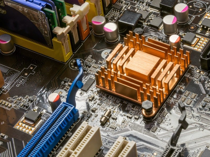 MicroPython نسخه سفارشی شده پایتون برای دستگاههای جایگذاری شده