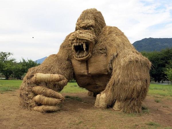 حیوانات غولپیکر پوشالی در برنجزارهای شمال ژاپن + عکس و ویدیو