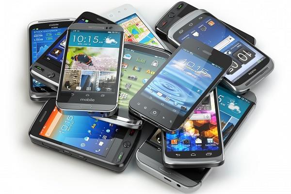 وزیر ارتباطات: محدودیت تعداد واردکنندگان گوشی از دلایل گرانی بازار تلفن همراه