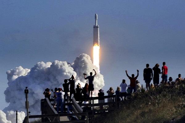 موشک فالکون هوی، طرح دیوانهواری که به واقعیت تبدیل شد