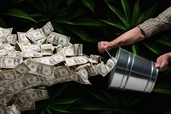 دلار به قیمت 4200 تومان برای همه گروهها