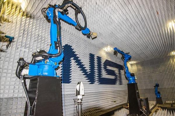 آزمودن آنتنهای 5G با دو ربات