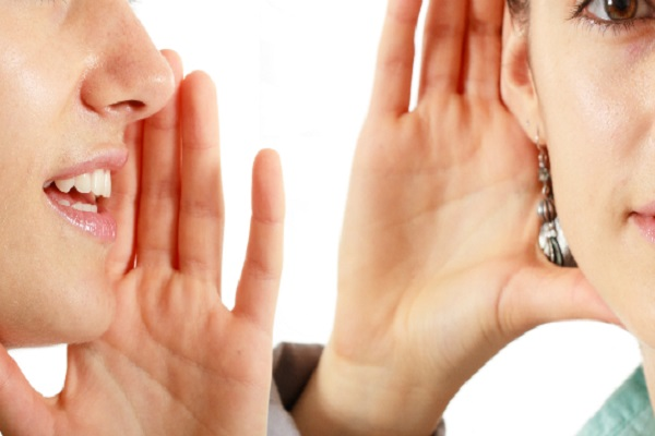 میخواهید شنونده بهتری باشید؟ از این سه عادت نادرست اجتناب کنید