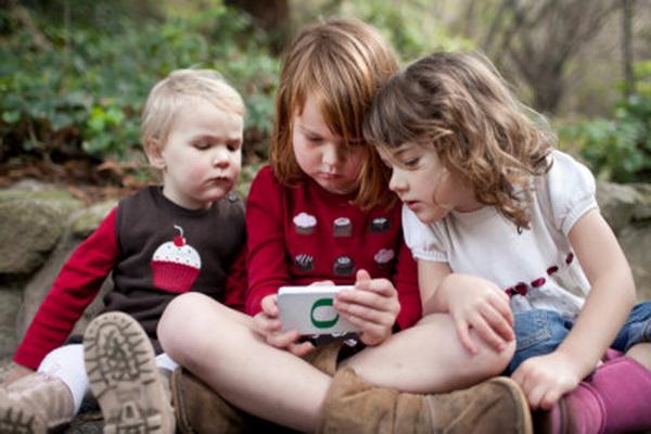 ردگیری موقعیت مکانی کودکان و نحوه استفاده آنها از اپلیکیشنها در اندروید