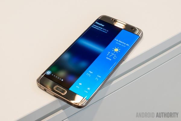 چگونه پنلهای گوشی سامسونگ اج را به سایر گوشیهای اندروید اضافه کنیم