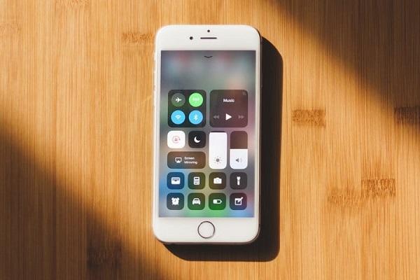 اندروید در مقابل iOS، کدامیک برتر میدان هستند؟
