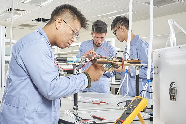 توصیه استخدامی به دانشجویان مهندسی: مهارتهای نرم و مهارتهای حرفهای بیاموزید!