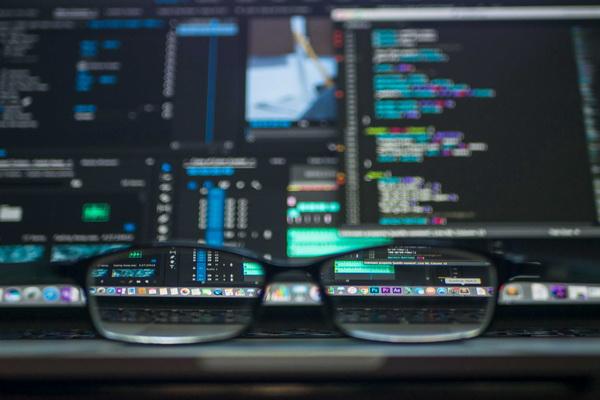 برنامهنویسی چیست؟ راهکارهایی برای برنامهنویس شدن و بدست آوردن اولین شغل