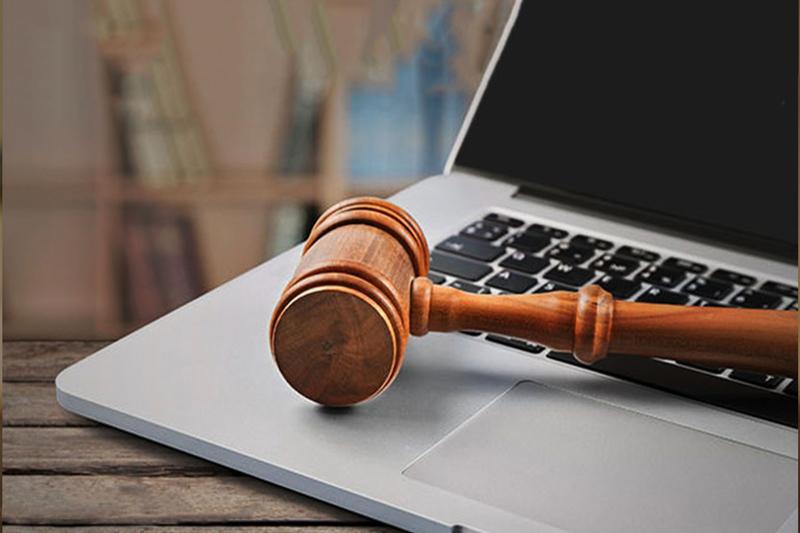 مروری بر دیجیتالی شدن دادگاهها و تأثیر فنّاوری بر روی شغل وکلای حرفهای در انگلستان