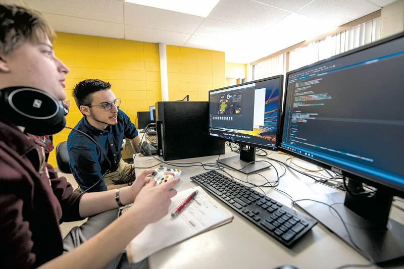کدام زبانهای برنامهنویسی برای ساخت بازیها عملکرد بهتری دارند؟