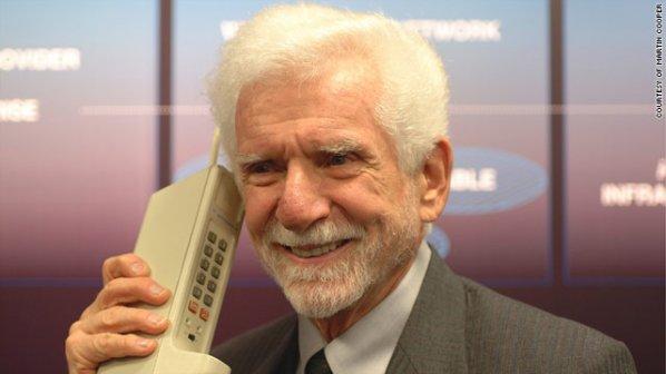 این گوشی اولین تلفن همراه جهان است!