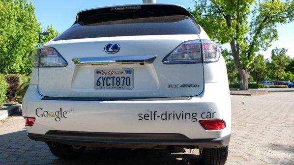 خودروهای خودران هم تصادف میکنند