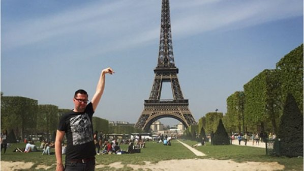 داستان مردی که میخواست با برج ایفل عکس بگیرد!