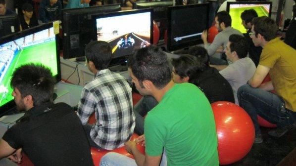 ایرانیها روزانه 1.5 ساعت صرف بازی ویدیویی میکنند