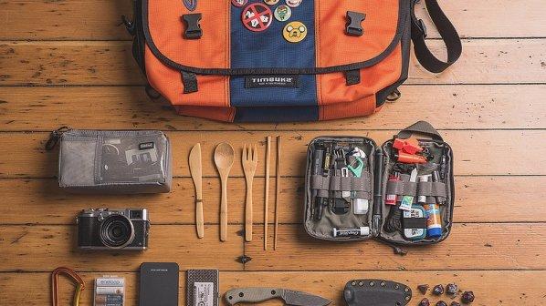 محتوای یک کیف مناسب برای بازی، خوراک و عکاسی