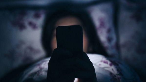 به این 8 دلیل گوشی موبایل را با خود به رختخواب نبرید