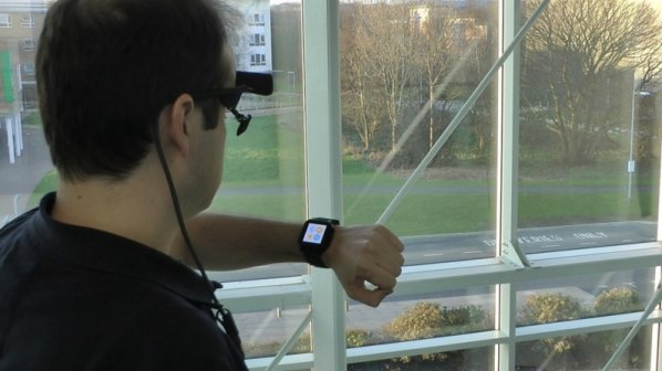 شاید ساعت هوشمند بعدی شما با چشمانتان کنترل شود
