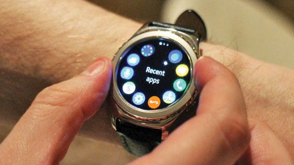 دستها به صفحهنمایش ساعت هوشمند تبدیل میشوند