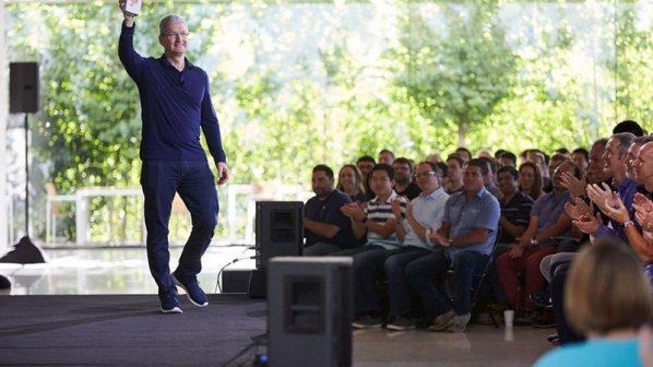 اپل آیفون یک میلیاردم را فروخت!