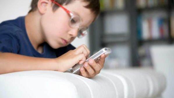 آیا خرید موبایل برای کودکان زیر 12 سال صحیح است؟