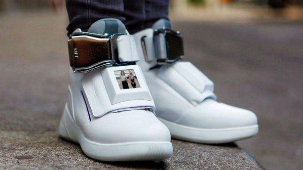 با این کفش فیلم ببینید و اسمارتفونتان را شارژ کنید + ویدیو