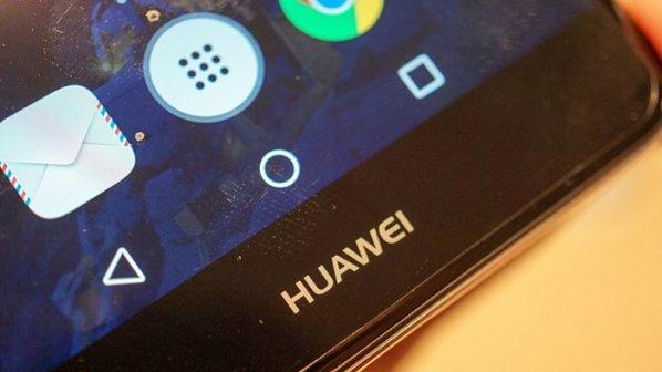 هوآوی از گوشی رده بالا و مبتنی بر «هوش مصنوعی» خود رونمایی میکند