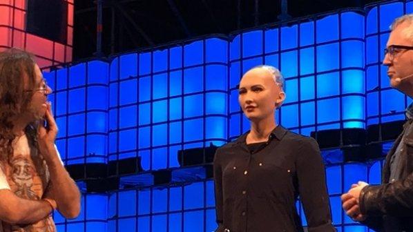 با روبات انساننمای سرشار از احساسات عاطفی آشنا شوید