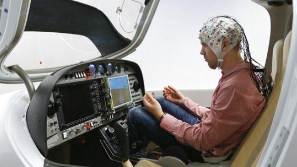تماشا کنید: هدایت یک هواپیمای جنگنده با ذهن و بدون دخالت دست