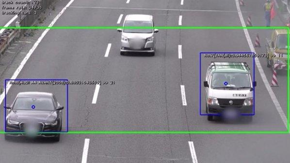 بیلبوردهای تبلیغاتی هوشمندی که خودروها را نشانه گرفتهاند