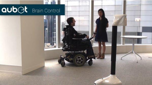 روباتی که با امواج مغزی کنترل میشود
