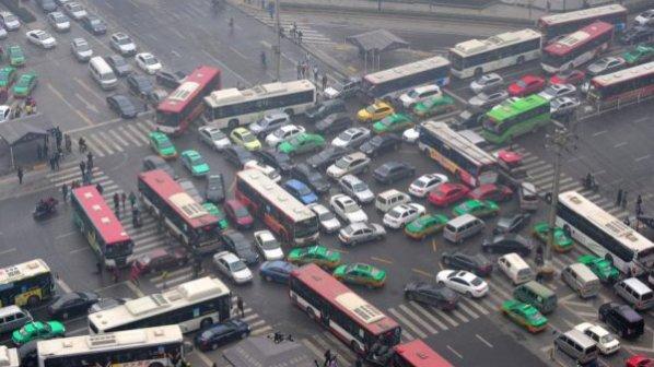 خودروهای زامبی برای گشتزنی در خیابانها مالیات پرداخت میکنند