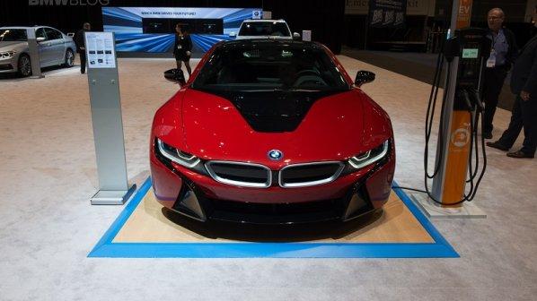 گالری عکس: بیامو در شیکاگو با مجموعهای از اتومبیلهای مدرن