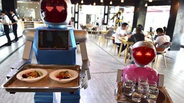 نسخه ایرانی ربات پیشخدمت رستوران ساخته شد